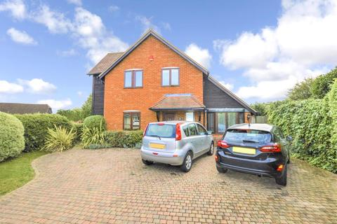 3 bedroom property to rent - Boltons Lane, Pyrford, Surrey