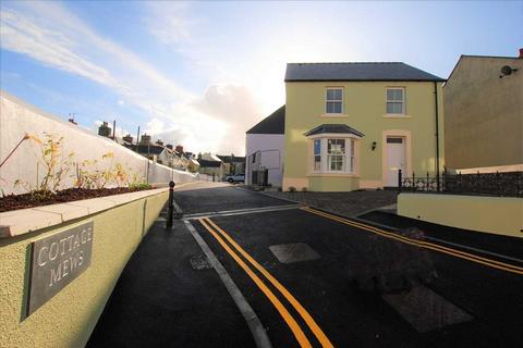 3 bedroom detached house for sale - Cottage Mews, Church Park, Tenby