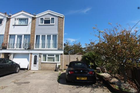 4 bedroom townhouse for sale - Churcher Close, Gosport