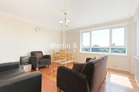 3 bedroom flat to rent - Fitzmaurice House, Rennie Estate
