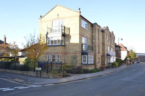 Kings Road, Windsor. 2 bedroom flat