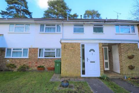 3 bedroom terraced house to rent - Troutbeck Walk, Camberley, GU15