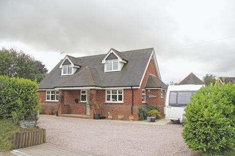 3 bedroom detached house to rent - Clive Road, Pattingham, Wolverhampton