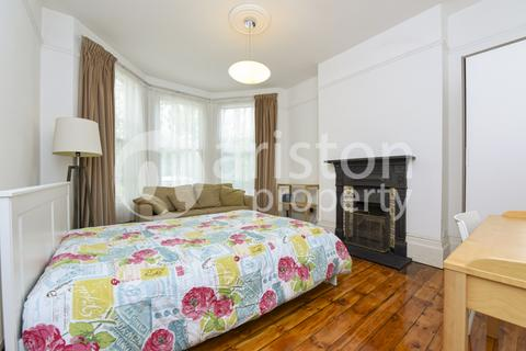 House share to rent - Falkland Road, Harringay