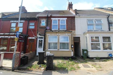 2 bedroom flat for sale - LARGE TWO BEDROOM FLAT WITH PRIVATE REAR GARDEN on Westbourne Road
