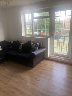 2 bedroom flat to rent -  Tadworth , Surrey KT20