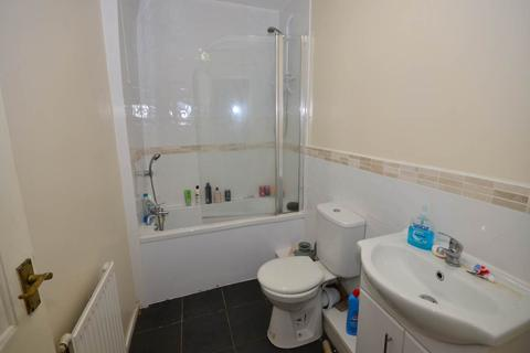 4 bedroom house share to rent - Leopold Road, Kensington,