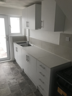 3 bedroom semi-detached house to rent - Kinsdale Drive, Leicester
