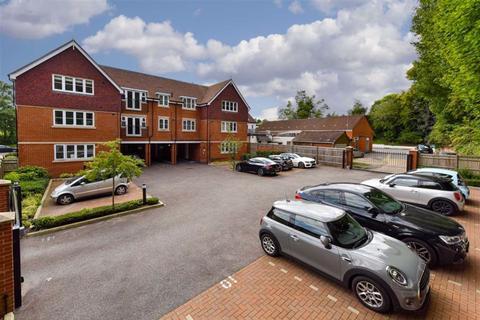 2 bedroom flat for sale - 4 Waterhouse Lane, Tadworth, Surrey