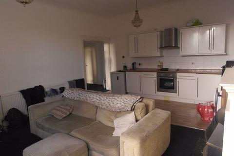 4 bedroom flat to rent - Newland Park - Cottingham Road