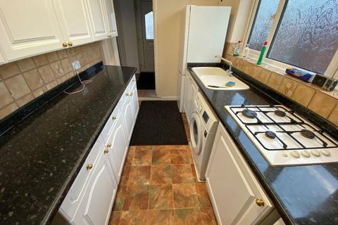 3 bedroom semi-detached house to rent - St Leonards Gardens, TW5