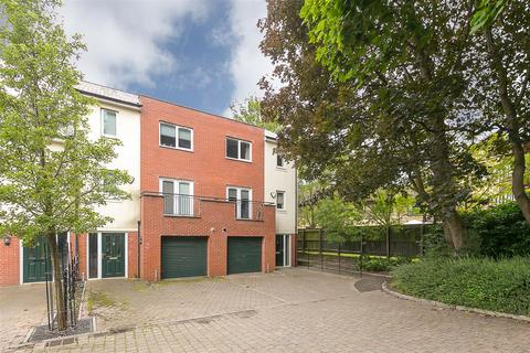 4 bedroom end of terrace house for sale - St. Catherines Court, Newcastle upon Tyne