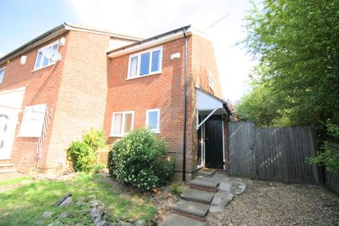 2 bedroom end of terrace house for sale - Penda Close, Luton
