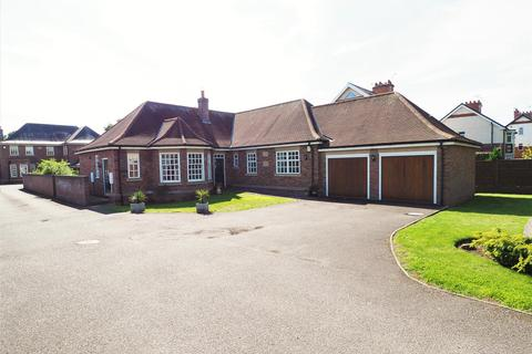 3 bedroom detached bungalow for sale - Trentlands Lodge, Farndon Road, Newark