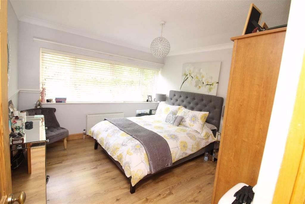 Broad Dean, Eaglestone, Milton Keynes, MK6 3 Bed End Of