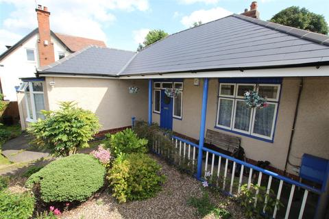 2 bedroom detached bungalow for sale - Waterside, Stapenhill