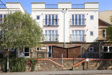2 bedroom flat for sale - Montpelier Court, Station Rd
