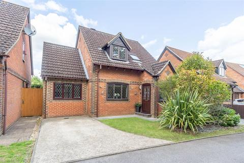4 bedroom house for sale - Beavers Close, Tadley