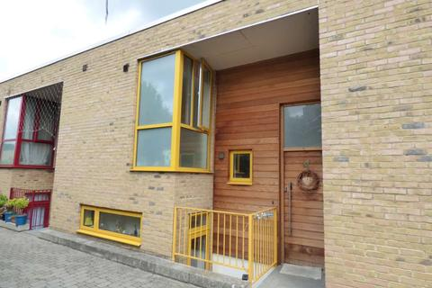 2 bedroom semi-detached house to rent - Hedgley Mews, London