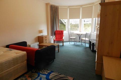 Studio to rent - Queens Drive, Glasgow