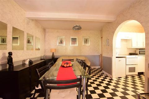4 bedroom semi-detached house for sale - Windermere Avenue, Elm Park, Hornchurch, Essex
