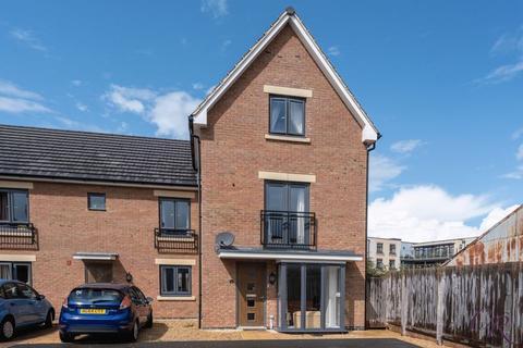 4 bedroom end of terrace house for sale - Prestbury Close, Cheltenham