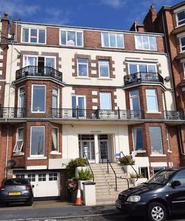 3 bedroom flat for sale - South Marine Drive, Bridlington, East Yorkshire, YO15