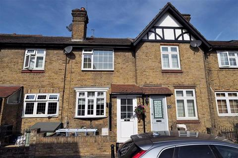 2 bedroom terraced house to rent - Clifton Road, Loughton