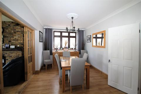 4 bedroom detached house for sale - Stanley Road, Hornchurch