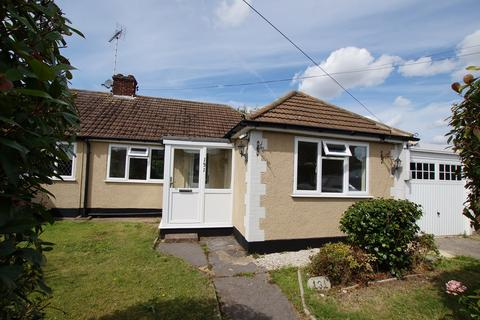 2 bedroom semi-detached bungalow to rent - Louis Drive West, Rayleigh, SS6