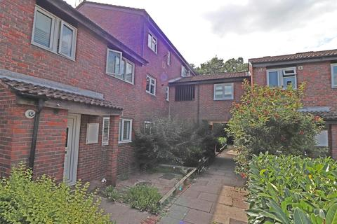 1 bedroom flat for sale - Grantwood Close, Redhill