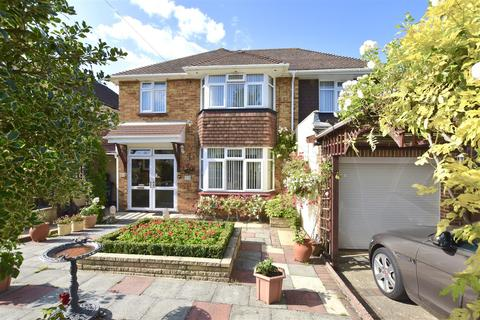 5 bedroom detached house for sale - Colman Close, Epsom