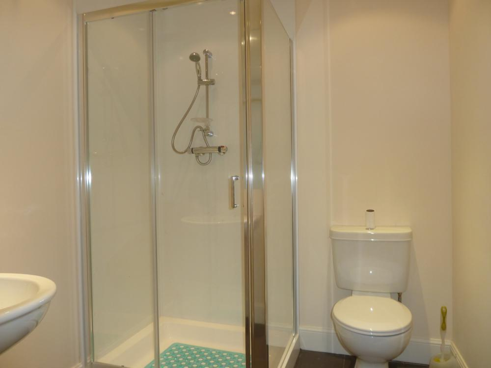 15 Fraser Street − Bathroom