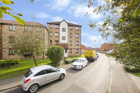 2 bedroom ground floor flat for sale - Magpie Close, Enfield EN1