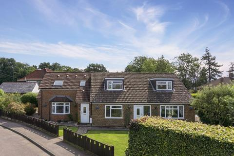5 bedroom detached house for sale - Beehive Way, RH2