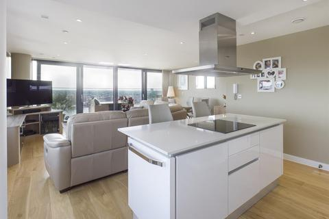 3 bedroom apartment for sale - The Moresby Tower, Ocean Way, Ocean Village, Southampton, Hampshire, SO14 3LG