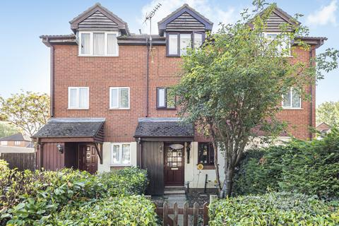 3 bedroom townhouse for sale - Chadwick Way London SE28
