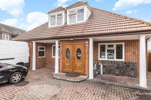 4 bedroom chalet for sale - Chertsey Lane, Staines-Upon-Thames, TW18