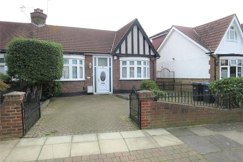 2 bedroom semi-detached bungalow for sale - The Brackens, Enfield, Greater London