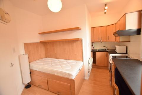 Studio to rent - Sowood Street, Leeds