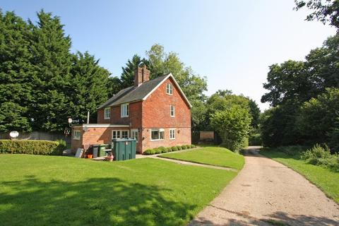 3 bedroom semi-detached house to rent - **FARM LOCATION**