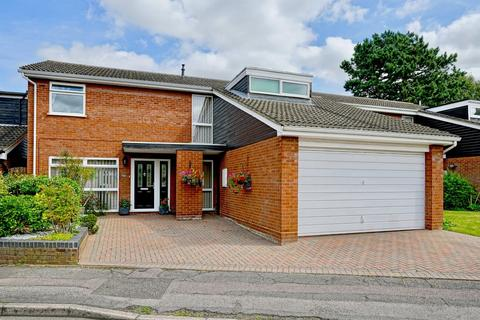5 bedroom detached house to rent - Cedar Gardens, Sandy