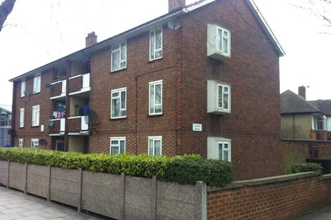 3 bedroom flat for sale - The Broadway, Southall