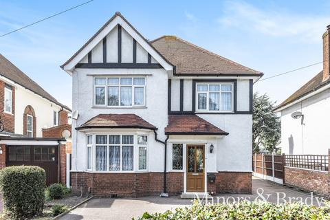 3 bedroom detached house for sale - Lawn Avenue, Great Yarmouth