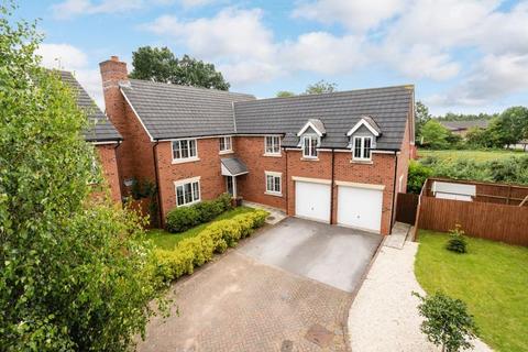 6 bedroom detached house for sale - 19 Naylor Crescent, Stapeley, Nantwich