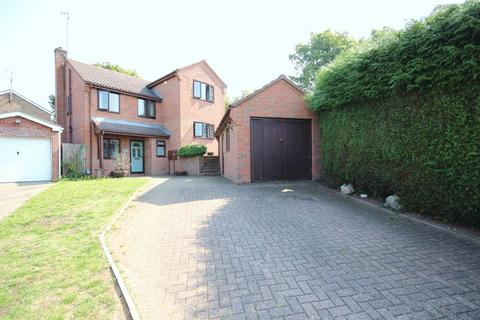 5 bedroom detached house for sale - 5 bed detached with 3 bathrooms and GOOD PARKING