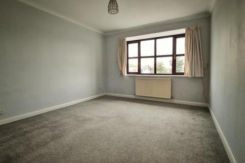 Studio to rent - Phoenix Place Gresham Road, Staines