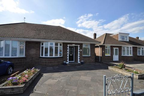 2 bedroom semi-detached bungalow for sale - Suttons Lane, Hornchurch, Essex, RM12
