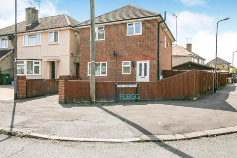 3 bedroom detached house for sale - The Greenway - Cippenham