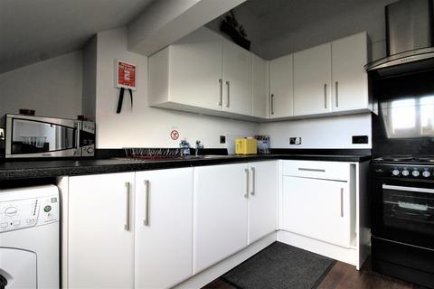 Studio to rent - Top Floor Flat Lightburne Avenue,  Lytham St. Annes, FY8
